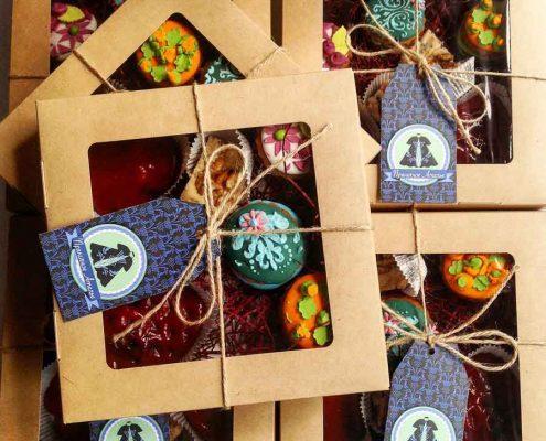 подарочный набор сладостей и пряников в подарочной крафт коробке от Пряничного Ателье