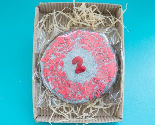 пряничная серебрянная медаль в подарочной крафт коробке от Пряничного Ателье