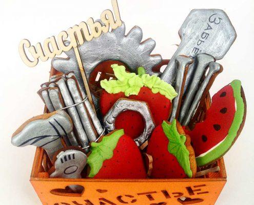 набор пряников в подарочной деревянной коробке Счастье