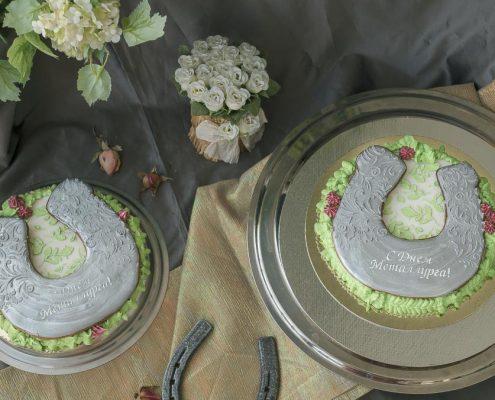 корпоративный пряник - торт с подковой на счастье к профессиональному празднику Дню Металлурга от Пряничного ателье