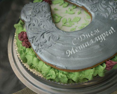 корпоративный пряник - торт с подковой на счастье к профессиональному празднику Дню Металлурга